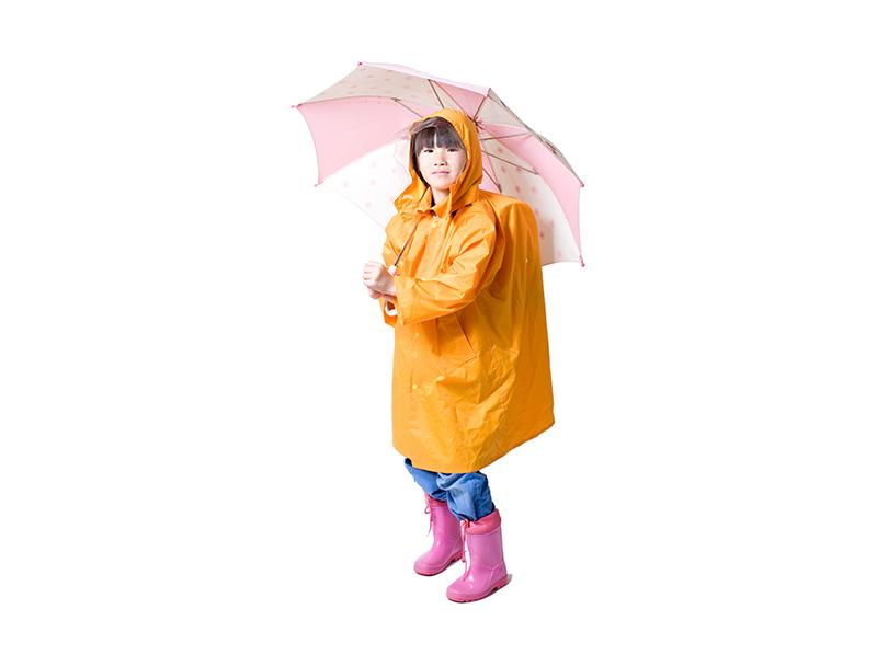 雨具をフル活用した女の子